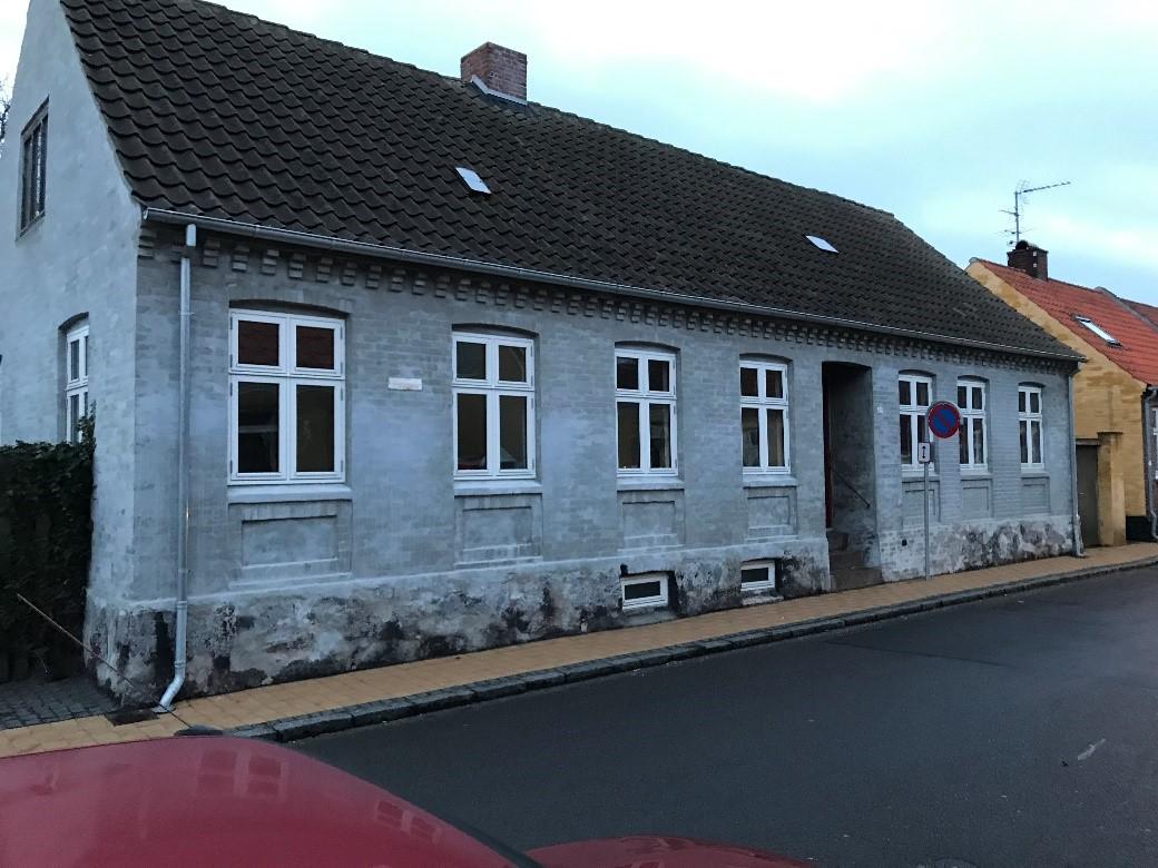 Facade Byledsgade, Rønne før maling
